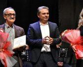 Ödülünü Ali İsmail Korkmaz Vakfı'na bağışladı.