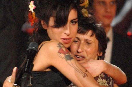 Amy Winehouse'u Anlatan Yeni Belgesel, Annesinin Katkısıyla Çekilecek